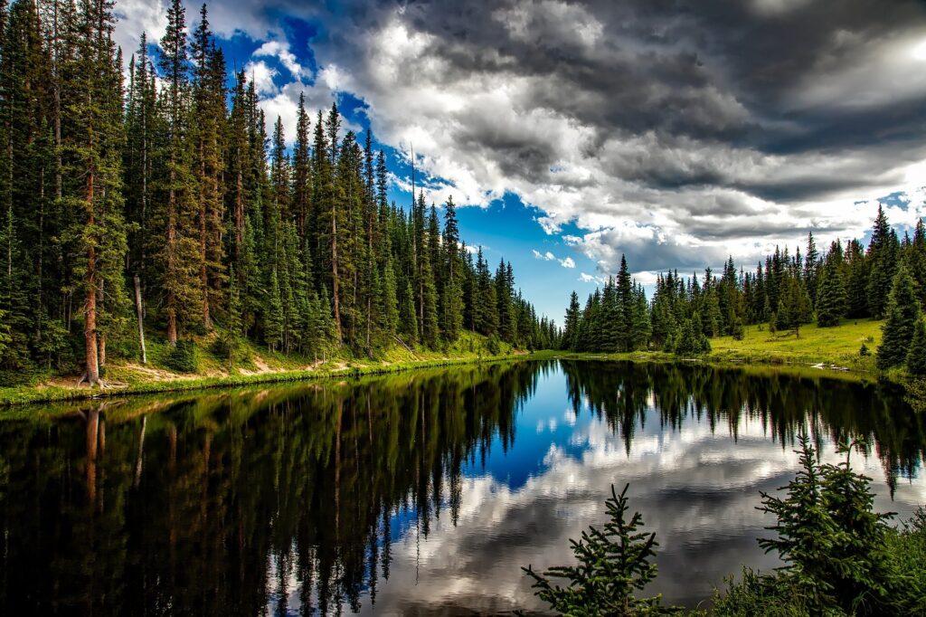 lake-1679708_1920